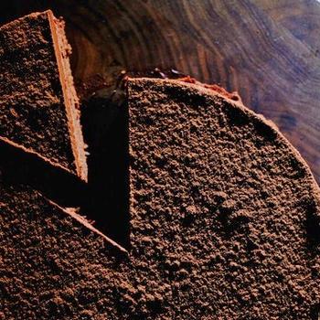 小麦・グルテンアレルギーでも、家族と一緒に食べれる幸せをチョコケーキに込めました。