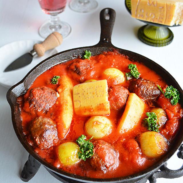 スキレットで簡単 ポークボールのパルミジャーノ・トマト煮込み  皮出汁に恋して。