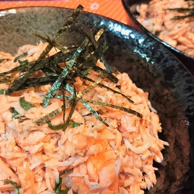 【レシピ】秋★旬★子供喜ぶ【秋鮭そぼろ丼バター風味】