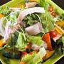 野菜サラダとハンバーグ