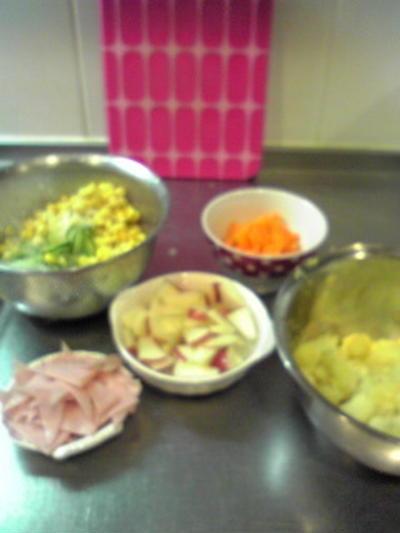 夜中のポテトサラダ作り(明日の夕食用)