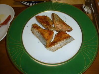 サーモンのポアレ・バターソース。