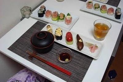 野菜のお寿司、鬢長のお寿司とお味噌汁(Vegetable Sushi, Albacore Tuna and Shrimp Sushi, and Miso Soup)