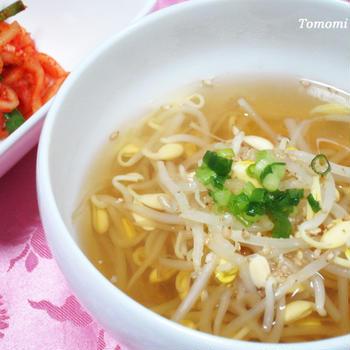 うま味調味料なしでも美味しく作れる大豆もやしのスープ!
