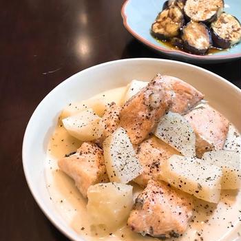 お塩とバターであっさりコクあり「秋鮭とお芋ちゃんの塩バター煮」。
