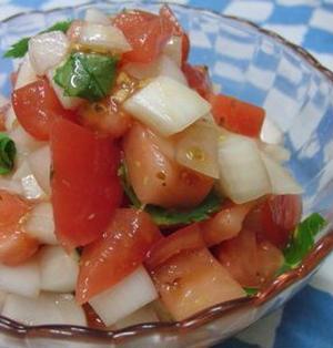 バルサミコの代わりにアレとアレで♪ スペイン料理のピリニャカ風トマトサラダ