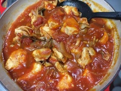 ビュッフェキャセロールでチキンのトマト煮