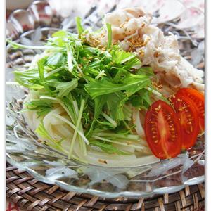 豚肉の旨みがやみつき!野菜もたっぷり「夏の豚しゃぶサラダうどん」