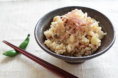 <帆立と茗荷(みょうが)の炊き込みご飯>