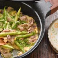 博多アスパラ簡単レシピ|豚肉とアスパラのじんわり出汁香る卵とじ