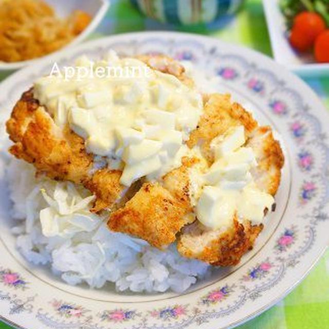 しっとり柔らか鶏胸肉のチキン南蛮丼明太子タルタルソース添え
