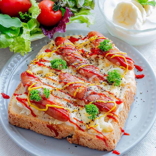 食パンでお手軽♪ホットドックトースト(*゚▽゚*)/