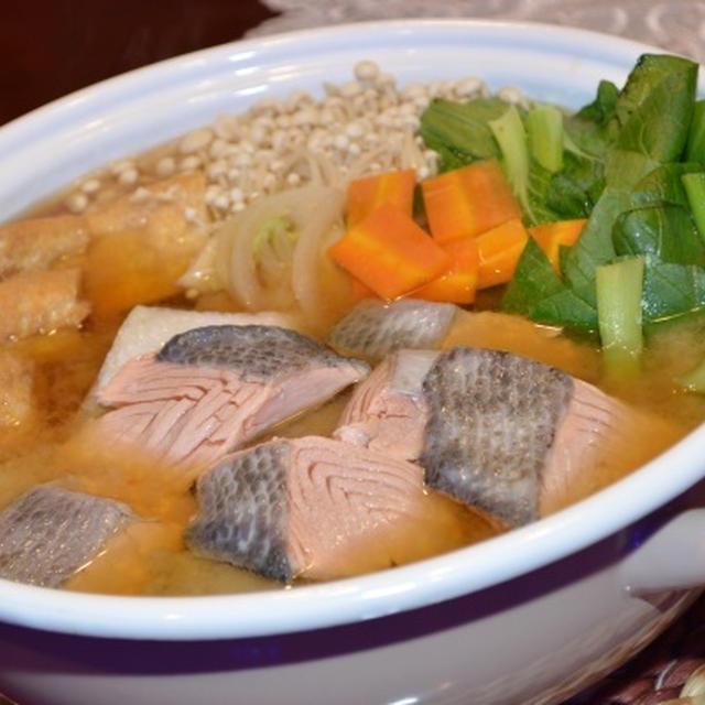 秋鮭の白味噌鍋