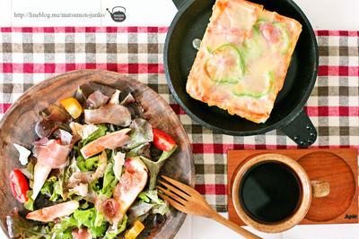 朝食は、コツのある「喫茶店の厚切りピザトースト」のレシピ