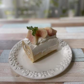 桃のコンポートdeロールケーキ♡