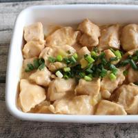 ムネ肉で簡単節約おかず。レンジで鶏肉のオイマヨあえ