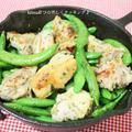 スキレットdeスナップエンドウと鶏肉の塩麹ハーブ炒め