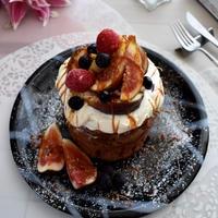 フルーツたっぷり!ケーキのようなチョコレートホットケーキ