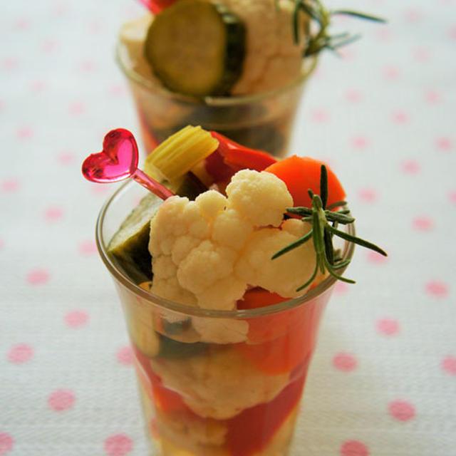サッパリとした味わい♪白ワイン&ハーブビネガーの野菜ピクルス