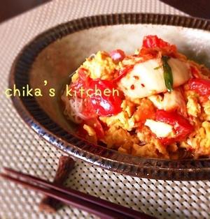 5分で完成⁈たまキムトマトで中華風♪ピリ辛ぶっかけそうめん♡