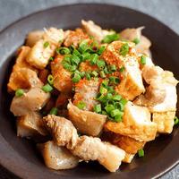 厚揚げこんにゃくと豚バラ肉の味噌煮込み