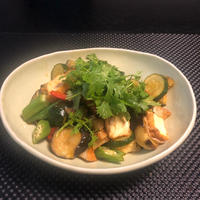 トムヤムペーストで タイの香りの野菜炒め