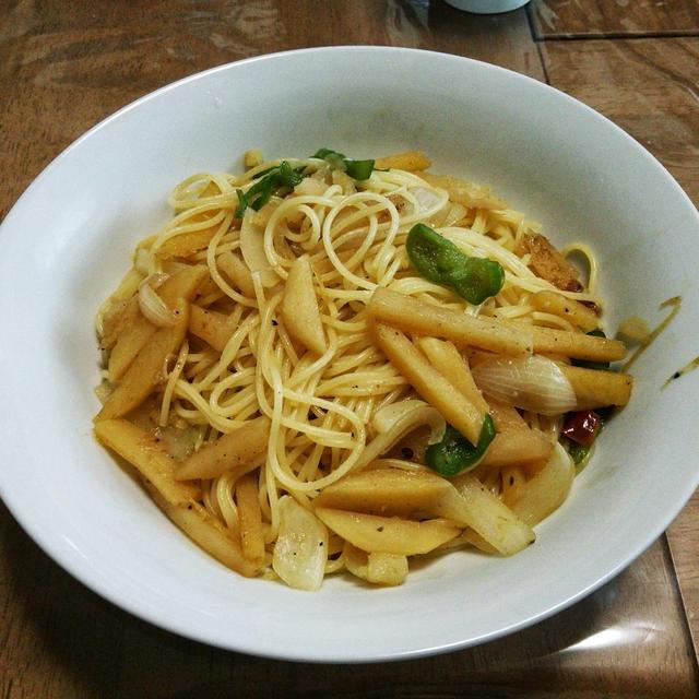 ジャガイモのカレー炒めのパスタです。