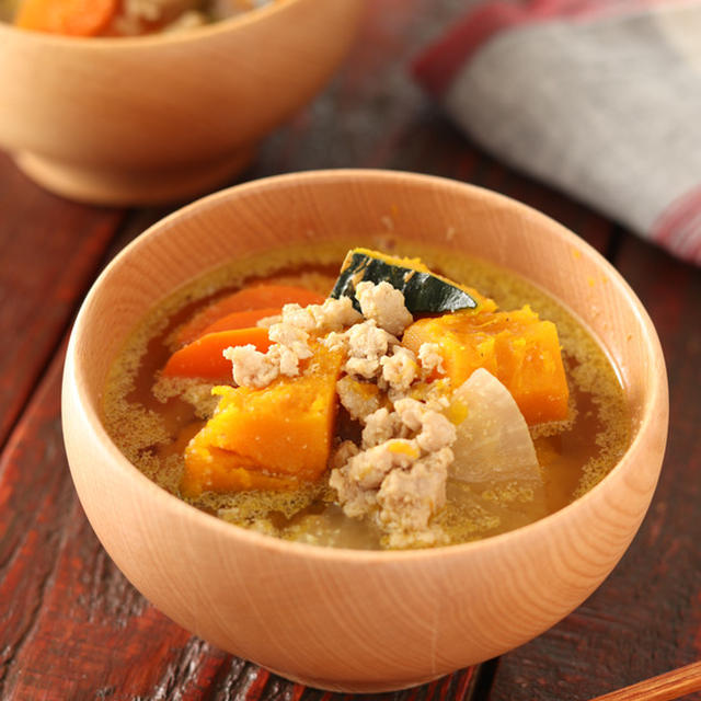 ゴロッとかぼちゃのそぼろ豚汁【#簡単 #コクうま #隠し味 #食材保存 #満腹スープ #おかずスープ #スープ #味噌汁】