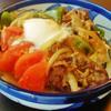 ガランマサラン風味の甘辛丼焼きトマト添え