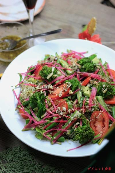 クリスマス野菜サラダとギリシャドレッシング