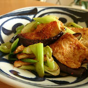 茄子と薄揚げと葱のにんにく醤油辛炒め