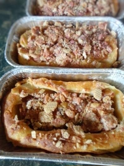 ベトナムで買ったウェハースを利用して★リンゴのクランブルパンを焼いてみました