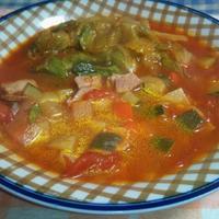 レタス入りトマトスープ