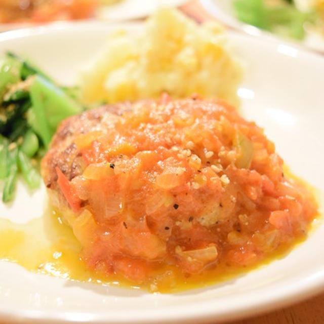 トマトと玉ねぎソースで食べる、ふわふわ豆腐ハンバーグ|短髪上等