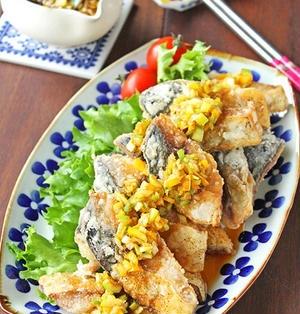 人気の中華料理油淋鶏をお魚で簡単に♪揚げない塩サバの油淋鶏風