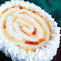 白いスポンジのりんごカスタードクリスマスケーキ