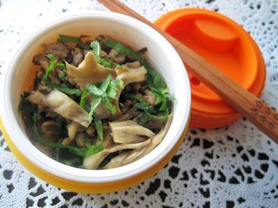 【5分で完成☆お弁当】 舞茸とエゴマの醤油麹炒め丼