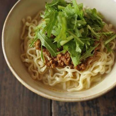からし水菜たっぷりのせ 沖縄そばの坦々麺!