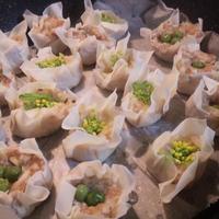 <菜花シュウマイ>&<豚レンコン梅和風シュウマイ>和風シュウマイ弁当 (キッチン ラボ)