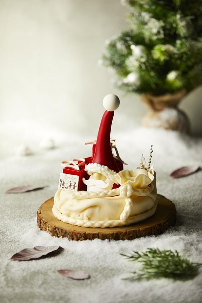 ワクワク感いっぱいのこちらのケーキは、プレゼントがたくさん入った袋を持ったサンタクロースをイメージし...