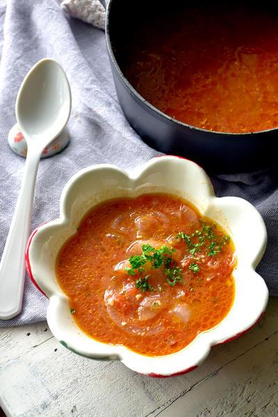 旨味たっぷり♥かかえて飲みたい♥玉ねぎ&トマトの味噌スープ【#二日酔い #だしが決め手 #味噌汁】10分以内