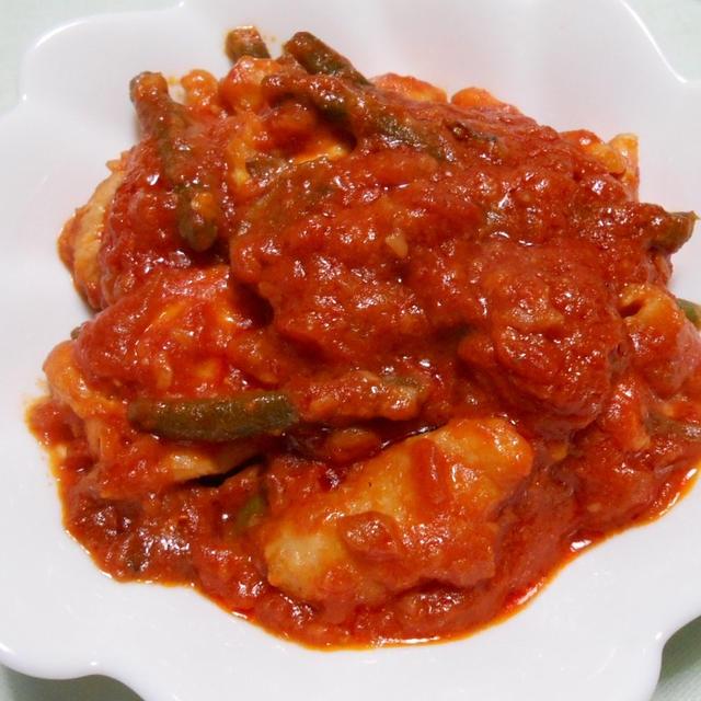 本日も「基本のトマトソース」缶を使って 簡単にできる「鶏肉のトマト煮」
