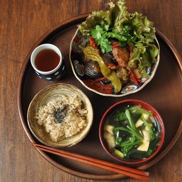 一汁一菜ごはん ◆小松菜とわかめとお揚げの味噌汁、ブリの甘酢おろし和え