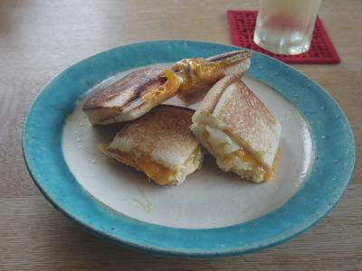タルタルとチーズのホットサンド
