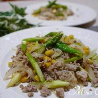 アスパラガスとコーン玉葱と豚挽肉炒め