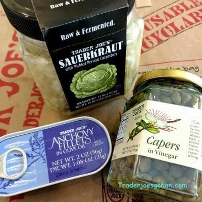 トレジョのザワークラウトとアンチョビでサンドイッチ Trader Joe's Sauerkraut and Anchovy