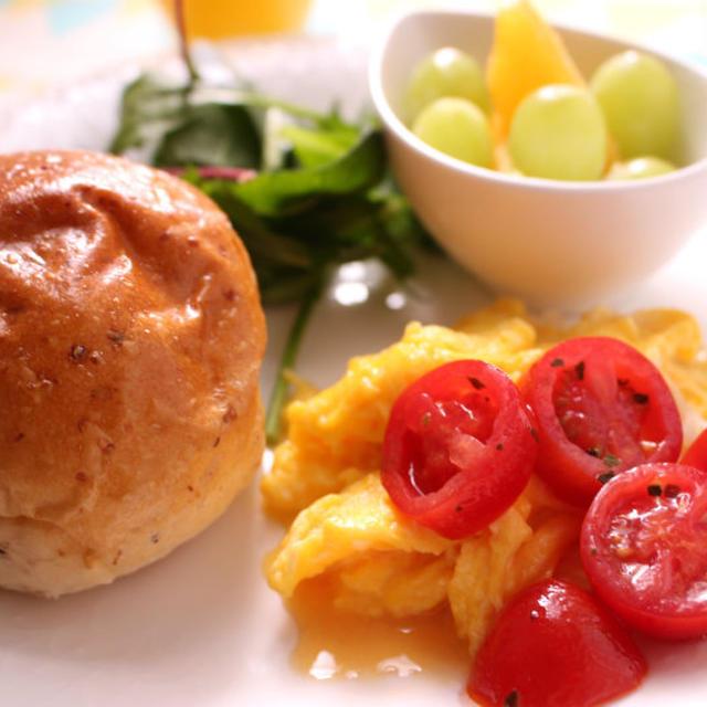 オレガノ風味のトマトのハニーオイルマリネで簡単彩り朝ごはん♪~レシピあり