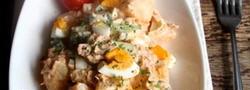 ゆで卵を加えてボリュームアップ!おかずにもなるデリ風サラダ