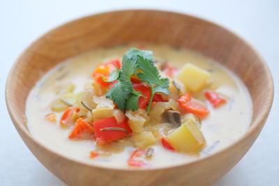 じゃがいもと赤ピーマンの牛乳スープ