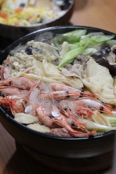 海老とたっぷりきのこのせんべい鍋 ♪山形県に初雪⛄寒いです~